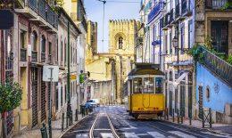 portugal-lissabon-bahn-strasse
