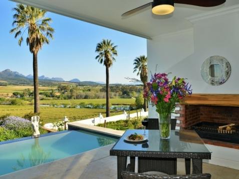 val_du_charron_Coachhouse_wellington_patio_views