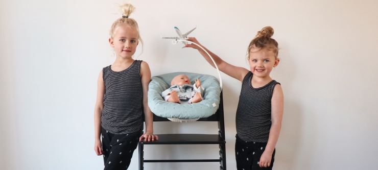 Jools & Pippa Stokke Tripp Trapp Newborn Seat hoogzwanger vliegen MOMspiration