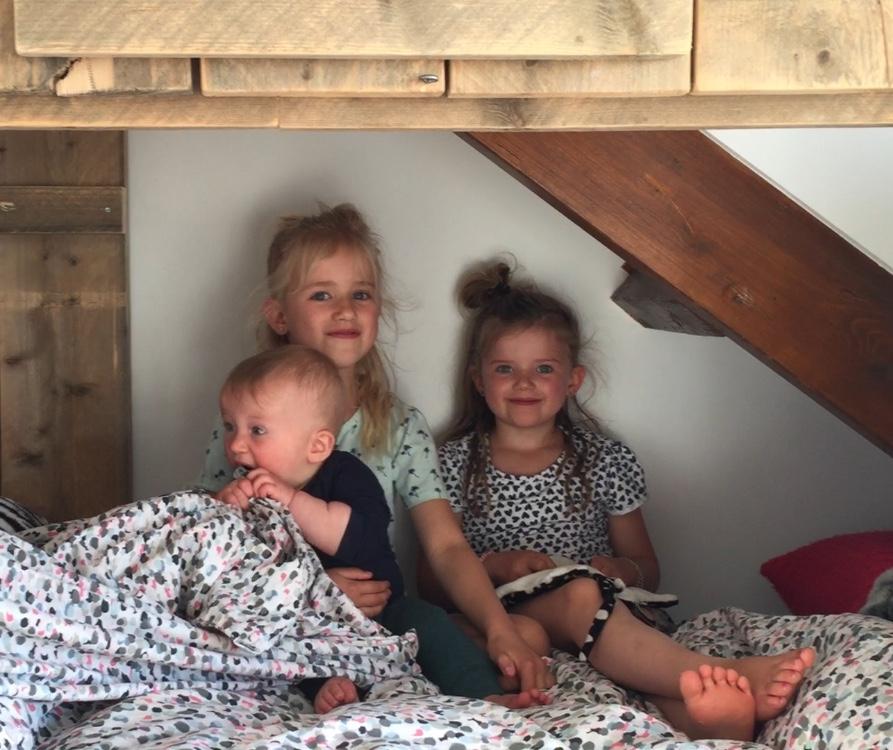 The Flying Dutch Family - het Wilhelmus - Jools, Pippa & Sol